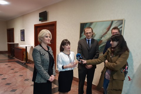 Minister of Labour and Social Policy, Mila Carovska (in the middle), Biljana Jovanovska, Director of PES and Nand Shani, Team Leader of the ESAP project giving statement to the media, Skopje, 26 November 2018 (Photo: RCC ESAP/Sanda Topic)